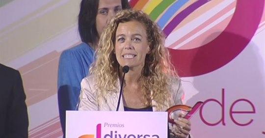 Bea Sever recogiendo el premio Diversia Social 2019